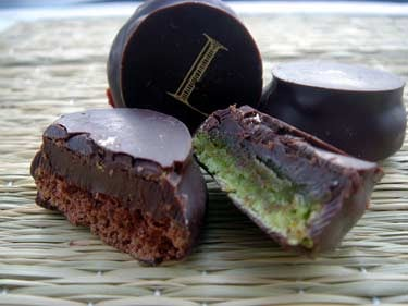 macaronchocolateladuree.jpg