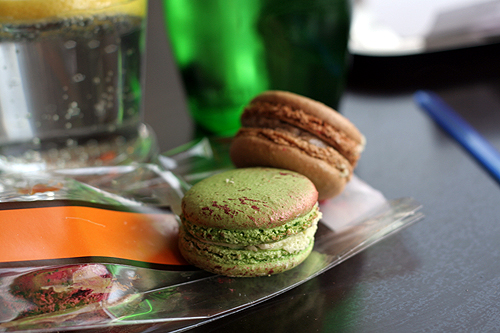 pistachio griotte macaron