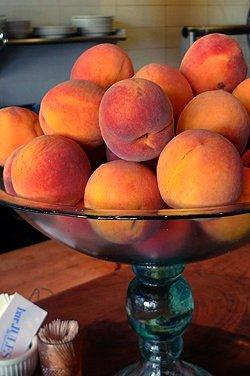 peaches bar jules