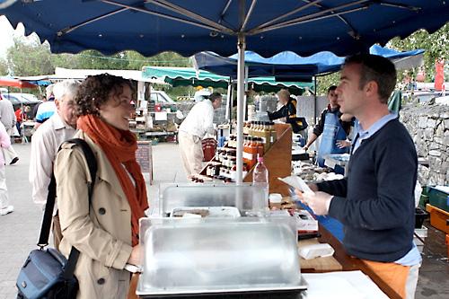 sara buying pâté
