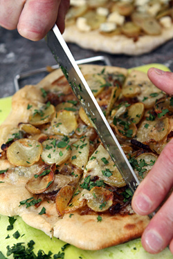 slicing potato blue cheese pizza