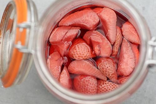 marinating strawberries