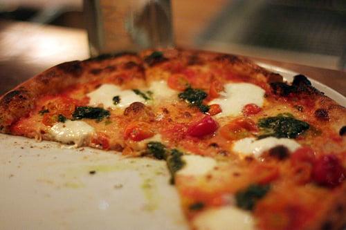 pesto tomato pizza