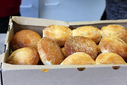 hamburger buns at Le camion qui fume