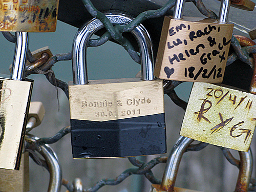 bonnie and clyde - Pont des Arts, Paris