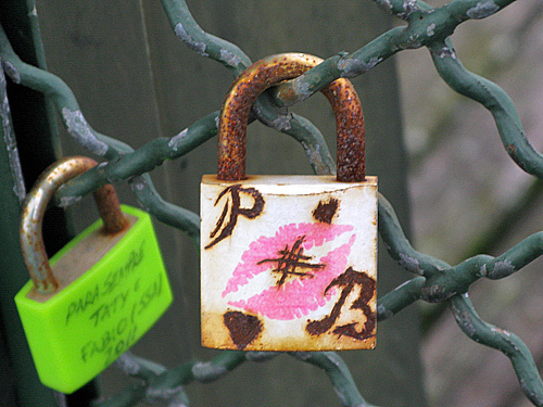 lips - Pont des Arts, Paris