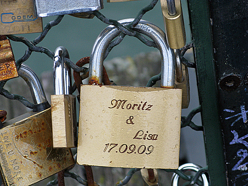 mortiz and lisa - Pont des Arts, Paris