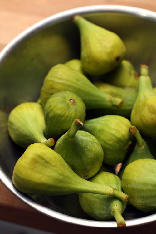 fresh green figs