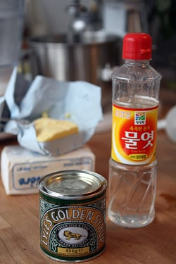golden syrup and corn syrup for gooey cinnamon cake