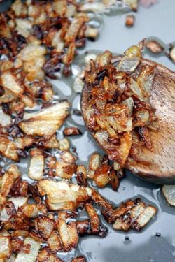 caramelized onions for chicken liver pâté