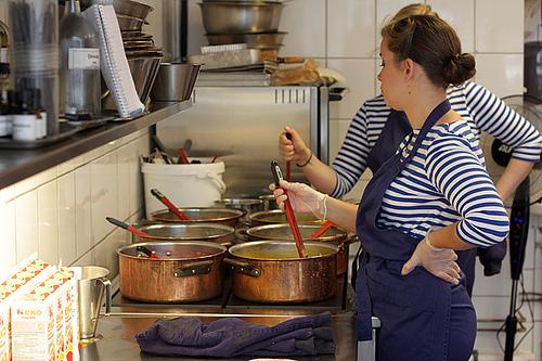 caramel makers in Stockholm at Pärlans Confectionary/Konfektyr