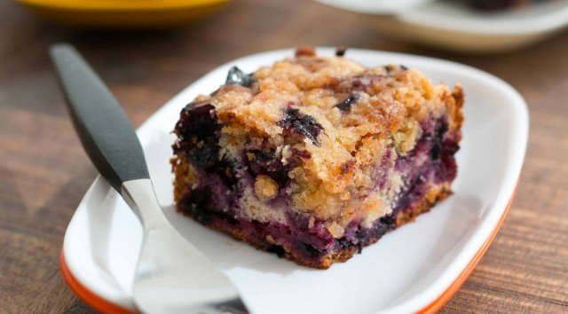 Blueberry buckle with lemon syrup