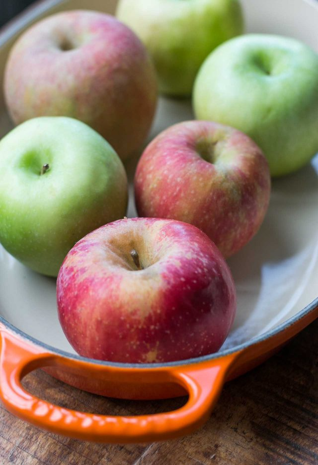 Apples for baked apples with ginger