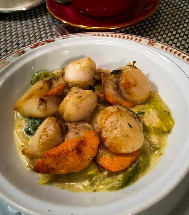 Scallops of Moissonnier Paris restaurant