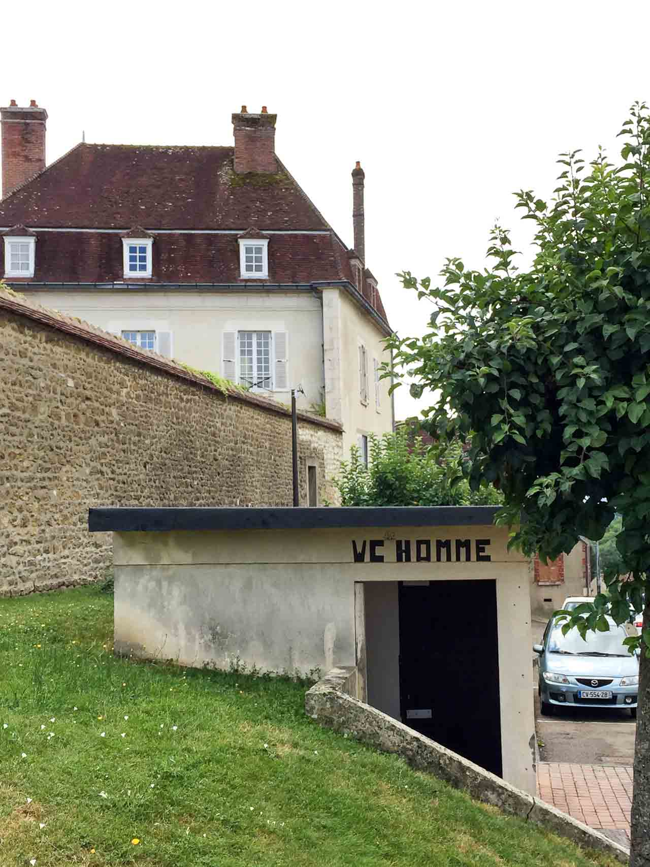 Faire pipi: Finding a restroom in Paris