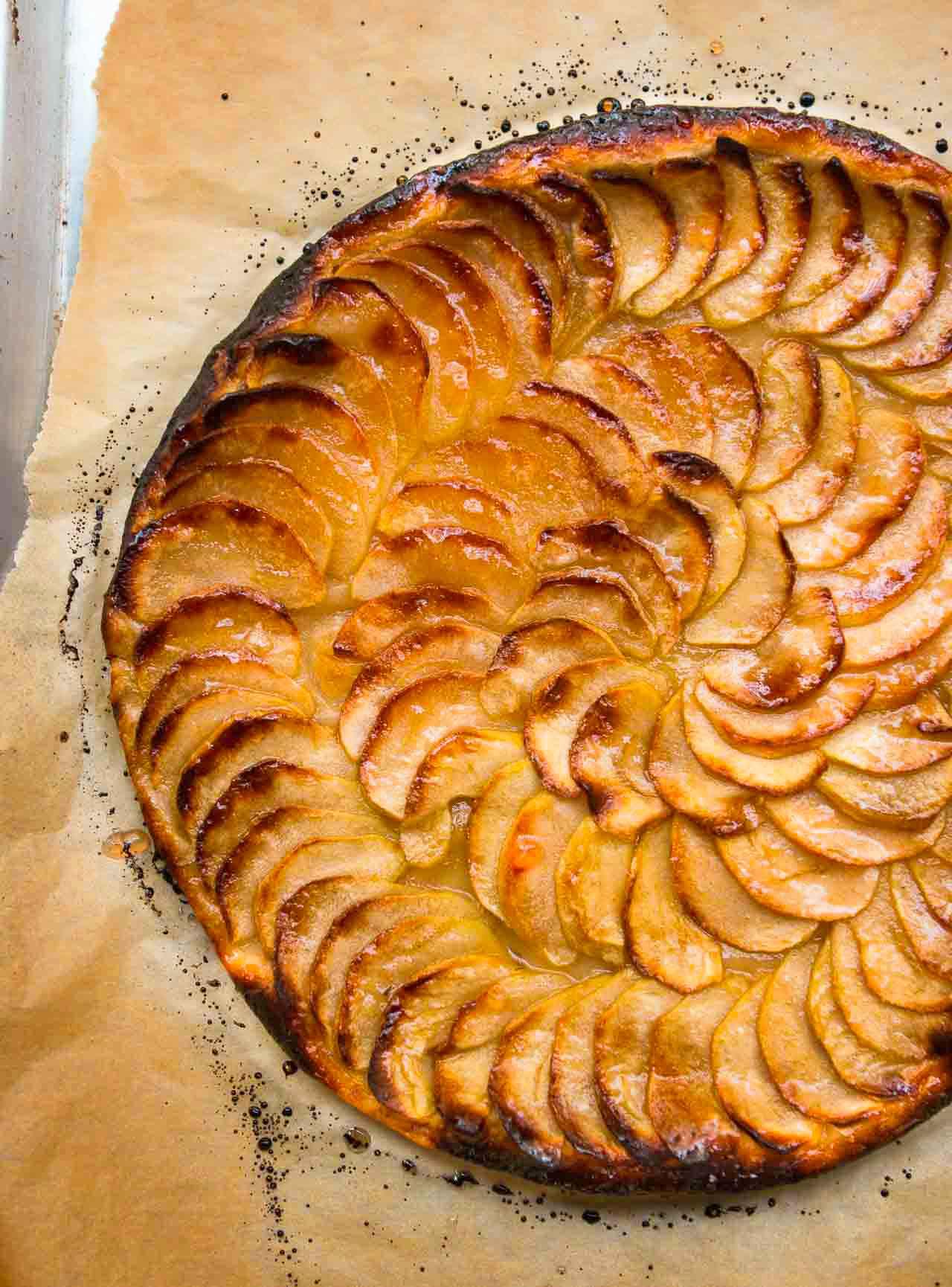 French Apple Tart: Tarte fine aux pommes