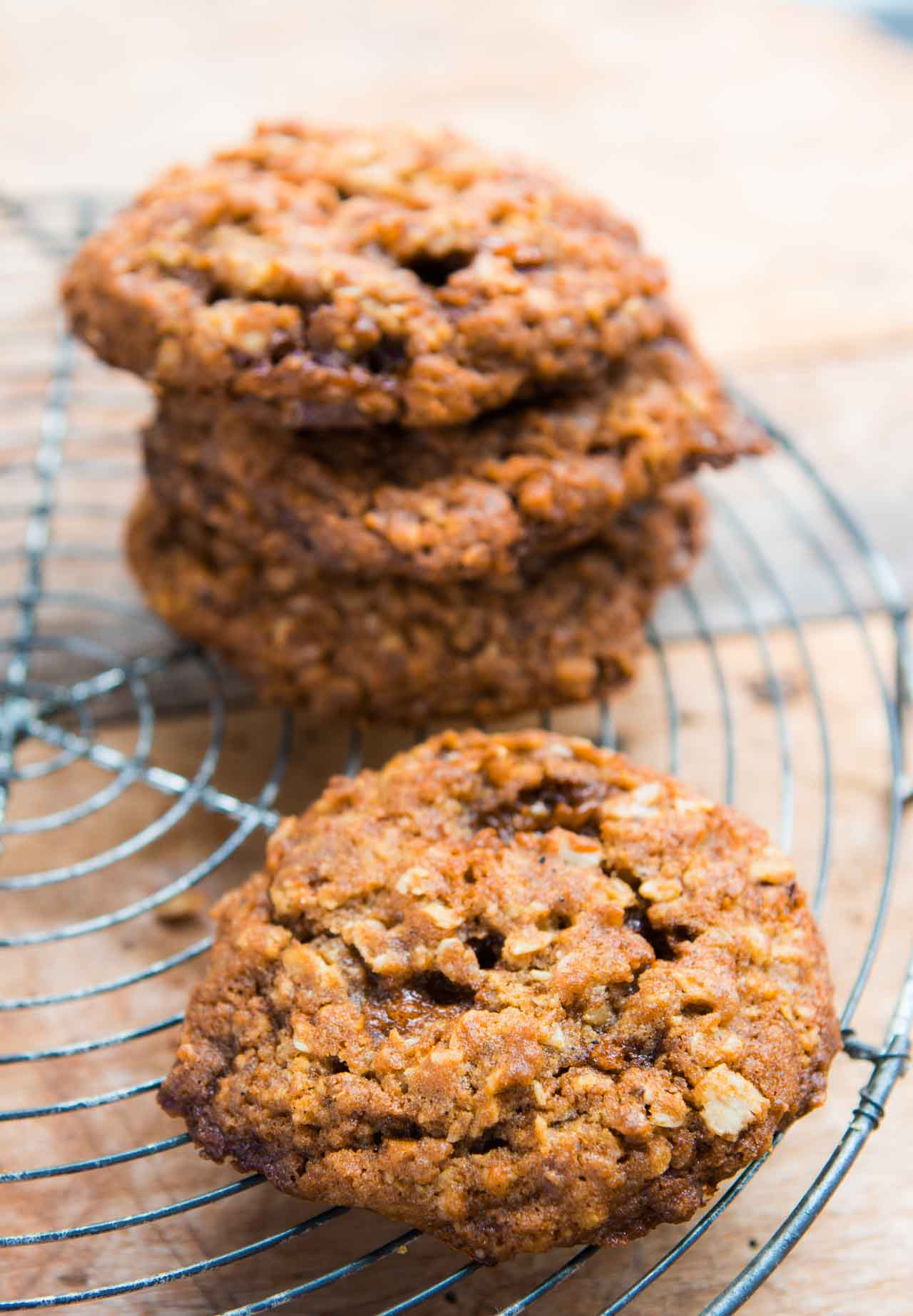 Oatmeal and Pecan Brittle Cookies